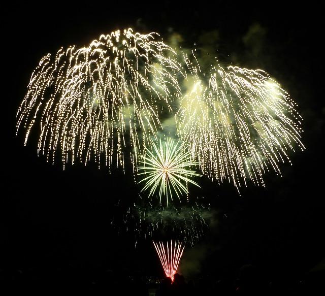 fireworks-68816_640